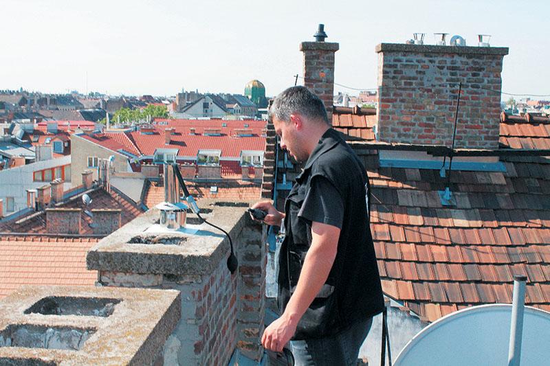 1. kép Képeink Budapesten, a belvárosban készültek, ahol kihívás – legalábbis riporterünknek – kimászni a tetőre.